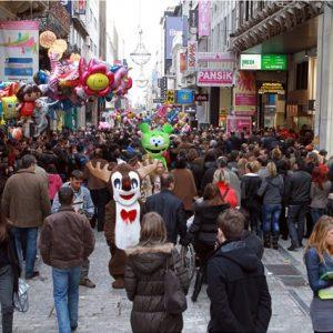 Με-φειδώ-οι-Χριστουγεννιάτικες-αγορές-των-Ελλήνων
