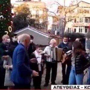 Παραμονή-Πρωτοχρονιάς-Έλληνες-της-Κωνσταντινούπολης-τραγουδούν-τα-κάλαντα-στα-σοκάκια-της-πόλης